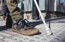 Denuncien errors d'accessibilitat al passeig de Gràcia   En torno a la silla   Scoop.it