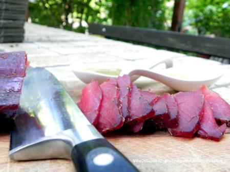 Filetto di speck della Val di Fiemme del Maso dello speck Tito: perfetto antipasto, originale aperitivo, fresco piatto estivo   VitaDiGusto.IT   Scoop.it