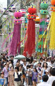 [Eng] Les festivaliers de Sendaï se souviennent des morts de la catastrophe | asahi.com | Japon : séisme, tsunami & conséquences | Scoop.it
