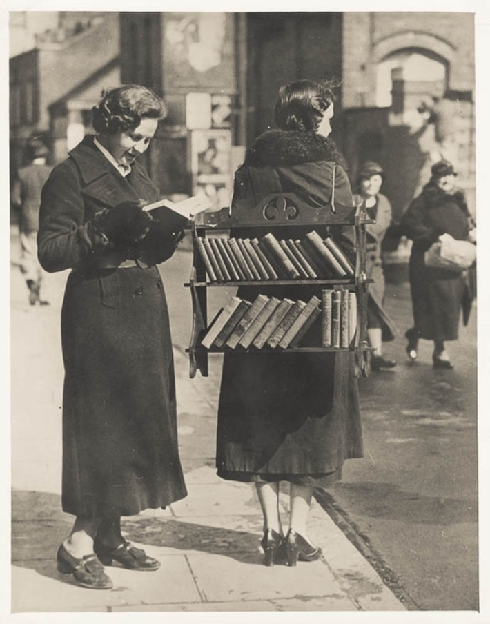 The (Vintage) Walking Library | Nerdy Needs | Scoop.it