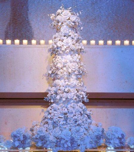 Multi shape round White Style   CLASSIC MULTISHAPE WEDDING CAKES   Scoop.it