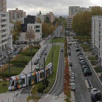 Angers. Les feuilles mortes perturbent un aiguillage du tramway | L'actu des tramways | Scoop.it