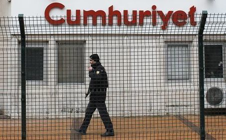 Erdogan menace la presse d'opposition après des révélations sur des livraisons d'armes à l'EI | Actu des médias | Scoop.it