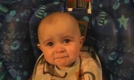 Ce bébé est submergé par l'émotion. Mais qu'est-ce qui peut lui tirer d'aussi jolies larmes ? | digital | Scoop.it