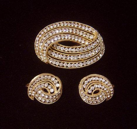 1963 TRIFARI Cavalcade BROOCH & EARRINGS sparkling crystal rhinestones   Vintage Jewelry   Scoop.it