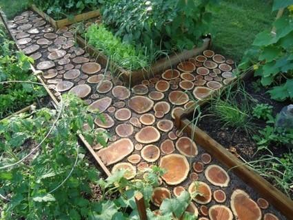 Lovely DIY Garden Paths of Wood Slabs | garden | Scoop.it