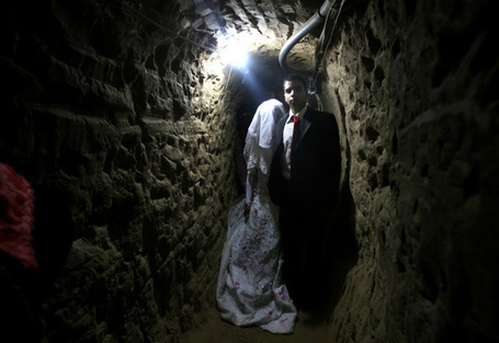 Egyptian bride passes Gaza through tunnel | Égypte-actualités | Scoop.it