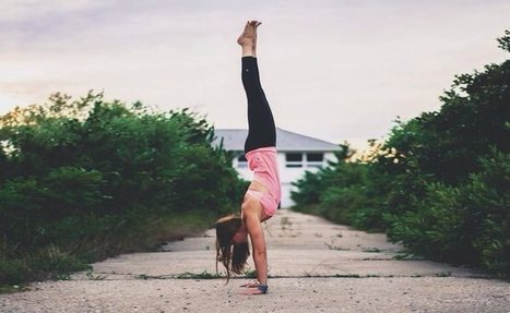 How To Get Into Handstands When You Have Weak Wrists | Articles sur le Yoga | Scoop.it