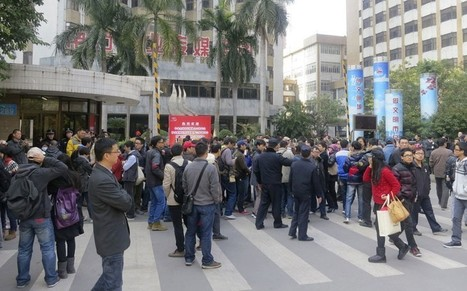 Chinese in rare protest outside newspaper over censorship  - Telegraph | Chinese Cyber Code Conflict | Scoop.it