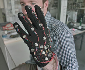 This Glove Could Help Deaf-Blind People Communicate With Anyone, Anywhere | AAC & Language | Scoop.it