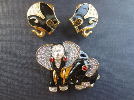 Vintage rhinestone and enamel elephant demi parure. Brooch and earrings. Estate.   Vintage Jewelry   Scoop.it