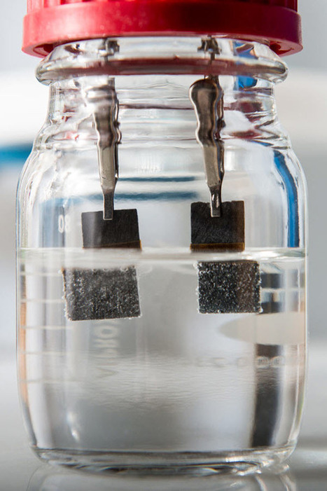 Water splitter produces clean-burning hydrogen fuel 24/7 | Amazing Science | Scoop.it