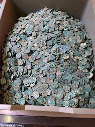 Un buscador aficionado desentierra un tesoro de 22.000 monedas romanas | Mundo Clásico | Scoop.it