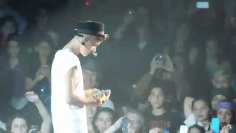 Justin Bieber Snaps iPhone Pics in Concert, Gets Sort of Mad at Fans   Music Today   Scoop.it