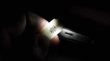 Malin : ce câble Lightning s'éclaire pour brancher son iPhone dans le noir | AllMyTech | Scoop.it