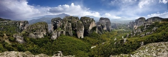 Ethics, group psychology and Meteora - a tour group dilemma.