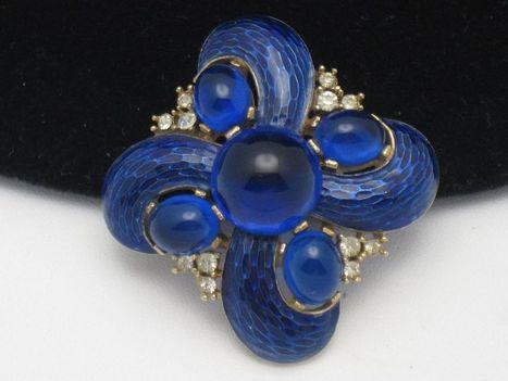 CROWN TRIFARI 1968  L'ORIENT  Blue Snakeskin Enamel Cabochon  Brooch | Designer Jewels on the Red Carpet | Scoop.it
