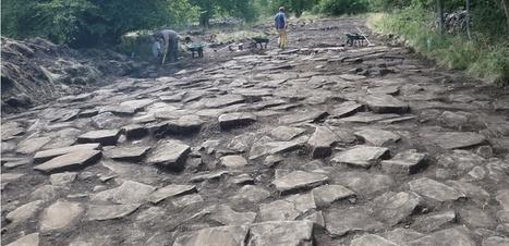 Un surprenant dallage de basalte découvert sur le site gaulois de Gergovie | Histoire et archéologie des Celtes, Germains et peuples du Nord | Scoop.it