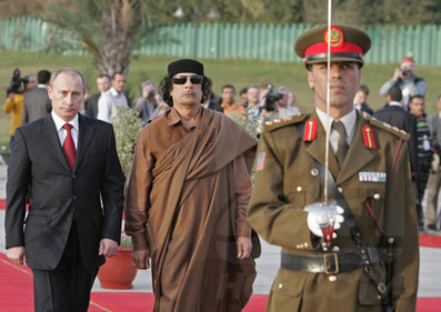 Putin bei Gaddafi in Libyen | The greatest weapon is not a gun. Nor it is nuclear. It is information control | Scoop.it
