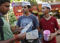 "India's ""Common Man"" Aims To Sweep Out The Grand Old Parties - Carbonated.tv 