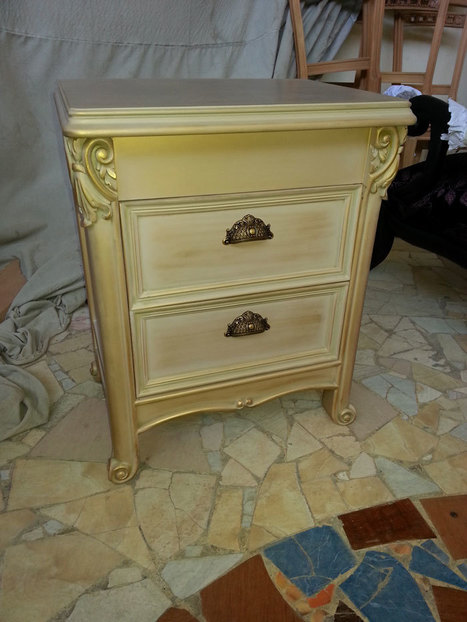 Classic bedside commode in Italian style from MobiLusso's factory. | Classic French Furniture - Italian Interior designs | Scoop.it