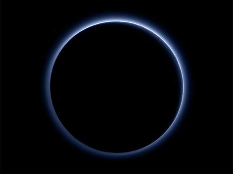 #FF #Nasa announcement: #Pluto has blue skies and water ice, agency says, as it reveals stunning pictures of dwarf planet #Science #astronomy | Limitless learning Universe | Scoop.it