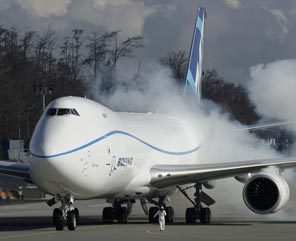 Boeing holds up 747-8 line for a month as work backs up | Boeing Commercial Airplanes | Scoop.it