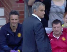 Mourinho entra em campo, rasteira adversário e arranca gargalhadas | Bola e craques | Scoop.it