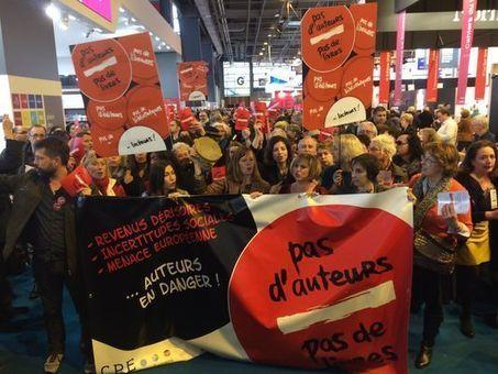 Inédit défilé d'auteurs en colère au Salon du livre | Le Monde | Kiosque du monde : A la une | Scoop.it
