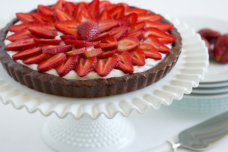 Strawberry Brownie Tart - #HealthyRecipes | The Man With The Golden Tongs Hands Are In The Oven | Scoop.it