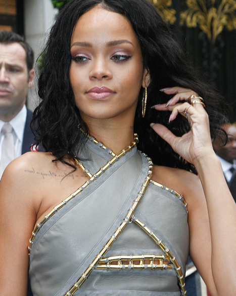 Rihanna's Lavender Eyeshadow: Get The Lilac Look From Her Paris ... | Alexa SHdez | Scoop.it