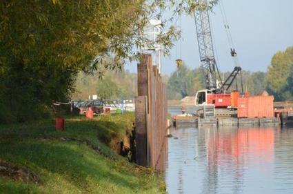 Opération palplanches à haute technologie sur les bords du canal.   Génie civil   Scoop.it
