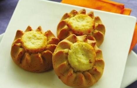 Visit Greece   Melitini means sweet cheese tartlets from Santorini   Greek cuisine   Scoop.it