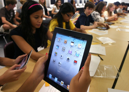 Students will learn from iPad 2s instead of textbooks at Pasco school | teaching with technology | Scoop.it