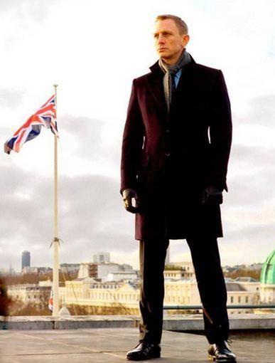 James Bond, ou l'art de porter son écharpe en toutes circonstances   Actualités Echarpissime   Scoop.it
