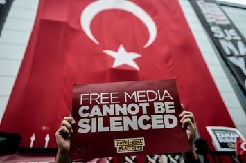 Turquie: la police prend en direct le contrôle de deux chaînes de télé   Le Kurdistan après le génocide   Scoop.it