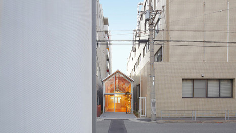 The architects of this tiny pharmacy in downtown Osaka didn't have much to work with   Strange days indeed...   Scoop.it