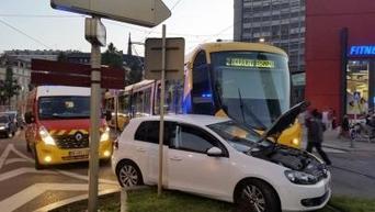 Tram contre voiture au pied de la tour de l'Europe | L'actu des tramways | Scoop.it