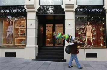 LVMH says Louis Vuitton CEO quits over ill health | Reuters | 255 Automation | Scoop.it