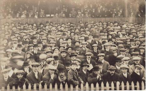 Twitter / Theleaguemag : Lovely photo of fans at Roker ... | Phero1 | Scoop.it