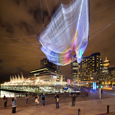 Unnumbered sparks fly through the sky, drawn by cellphones   TED Blog   Cultura   Scoop.it