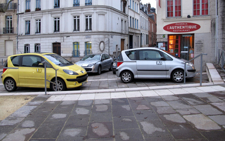 Hôtel de ville de Rouen : l'anarchie (automobile) gagne du terrain | Le Major | Rouen | Scoop.it