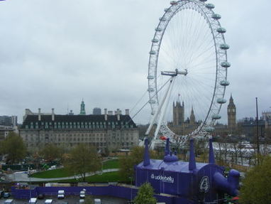 Helicopter to drop 100,000 poems on South Bank to launch Poetry Parnassus [22 April 2012] | Human Writes | Scoop.it
