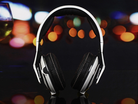 Eye-catching Skullcandy Over Ear Headphones Skull & Cross Bones Stereophones White_hellobeatsdreseller.com | Beats V-Moda headphones | Scoop.it