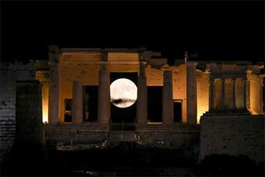 Supermaan boven Athene   Griekenland   Scoop.it