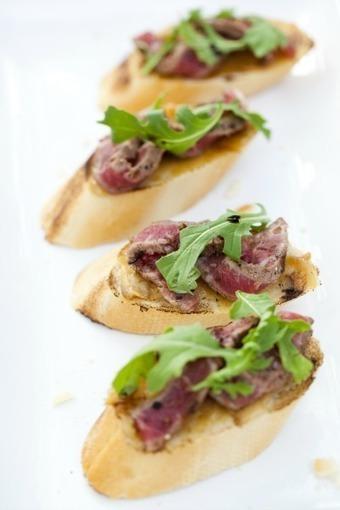 Roasted Garlic Rib Eye Crostini | Meat Recipies | Scoop.it