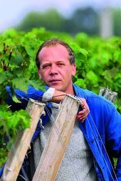 "Stephane Derenoncourt:""The most serious tasters taste the wine three to four times between En Primeur and after bottling."" 