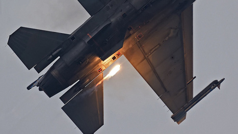 The exact moment a flare is ejected from an F-16 | Digital-News on Scoop.it today | Scoop.it