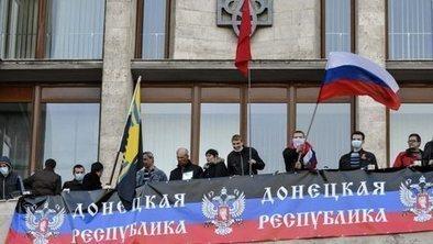 Pro-Russians storm Ukraine buildings | It Comes Undone-Think About It | Scoop.it