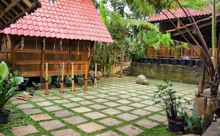 Fun, games and tradition in Bandung | Jakarta Post Travel | Traditional Games and Ethnosport | Scoop.it